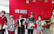 Lansia di Kokoleh Satu Terima 119 Paket Bantuan Sembako