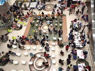 2000 Orang Yang Didominasi Anak Usia 12-17 Tahun Antusias Ikuti Program Vaksinasi di Mega Mall