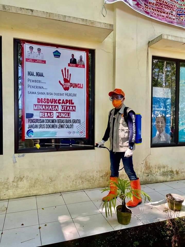 Turun Langsung Dalam Penyemprotan Disinfektan, Joune Ganda Harap Masyarakat Kurangi Aktifitas Diluar Rumah