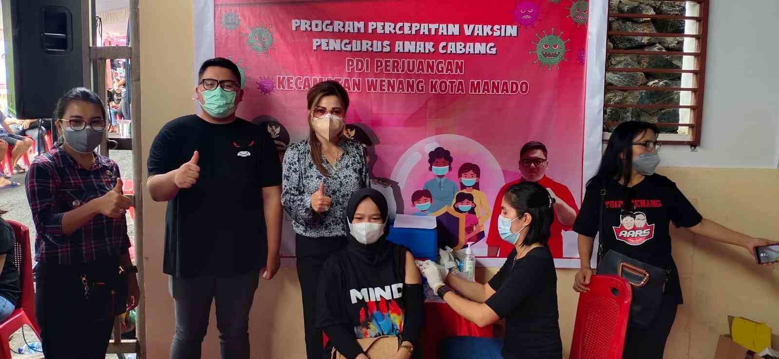 Tinjau Vaksinasi PAC Wenang, Irene Ajak Warga Tuntaskan Seluruh Tahapan Vaksinasi