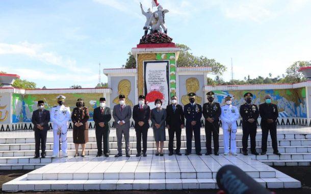 Kenang Jasa Pahlawan di HUT RI ke-76, AA-RS Kunjungi TMP Kairagi