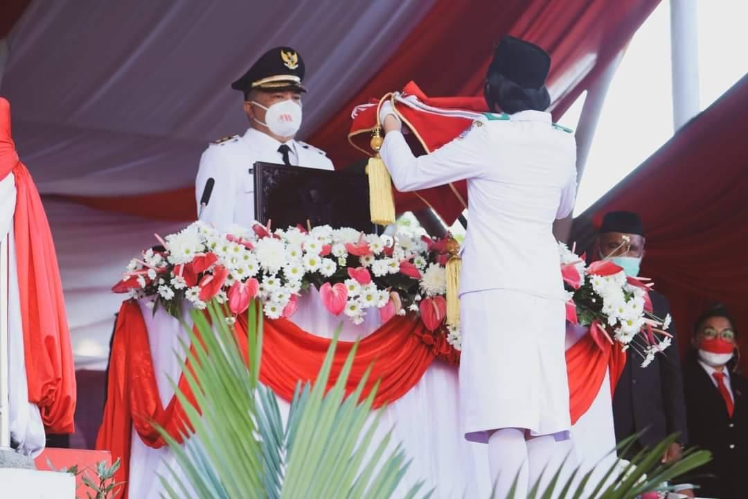 Wawali Richard Sualang Pimpin Upacara Penurunan Bendera di HUT ke-76 RI