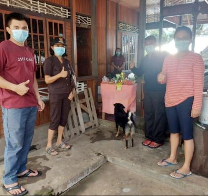 Peduli Warga Isoman, Pemdes Kartal Serahkan Bantuan Sosial