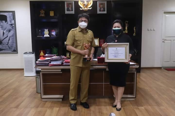 Terima Penghargaan APE, Wali Kota Apresiasi Dinas PP/PA Manado